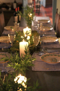 winter holiday table   source: Apartment Therapy / Pinterest